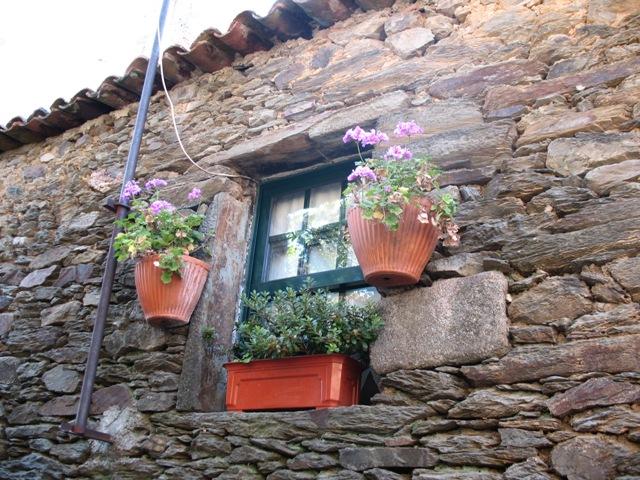 Типичный дом из камня в Сан Жуау де Пешкейра, Дору