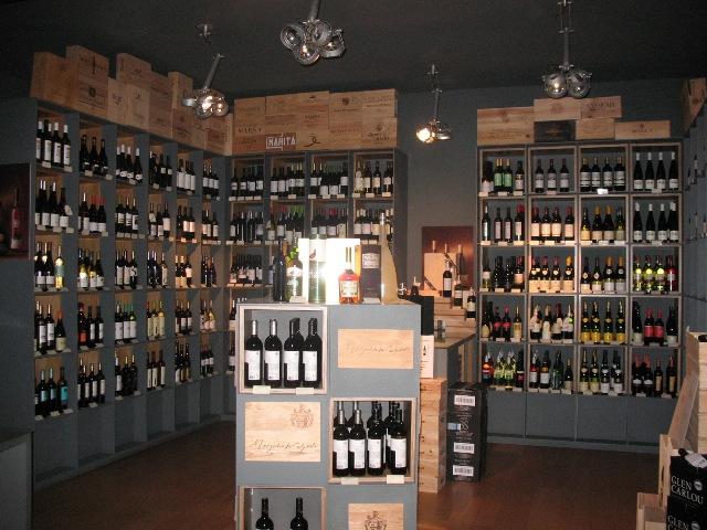 Выбор вин в Wine O'Clock в Лиссабоне