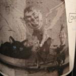 Черный кот на винной этикетке