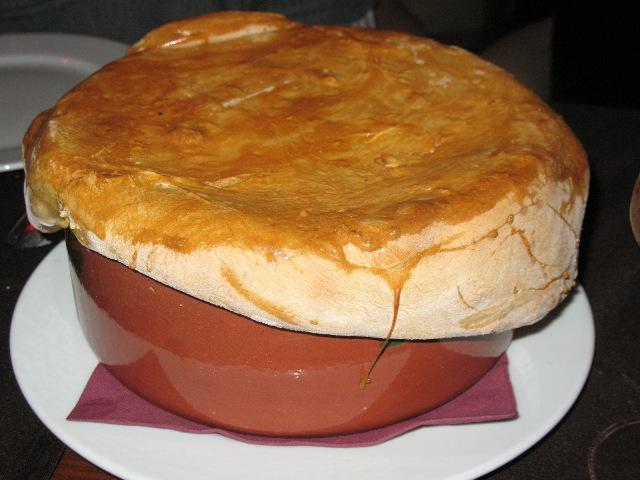 Телятина в горшочке с картофелем