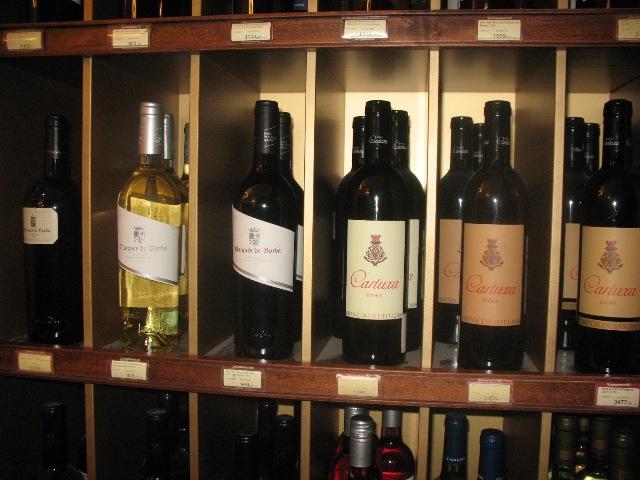 Vinhos Portugueses numa garrafeira no centro de Moscovo