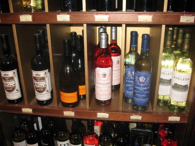 Mais vinhos portugueses na mesma garrafeira em Moscovo