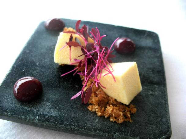 Prato de queijos finos com compota de abóbora