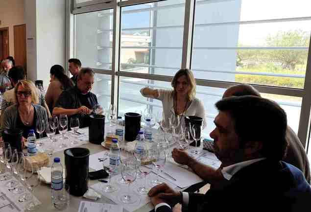 В процессе дегустации на конкурсе вин Дору Супериор