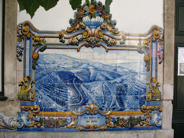 Картина из португальского азулежу на станции в Пиньяу
