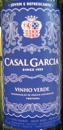 Casal Garcia зеленое вино Казал Гарсия