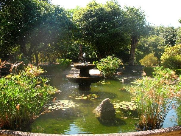 Водоем в парке дворца, Португалия, Монсау, Виньюш Вердеш